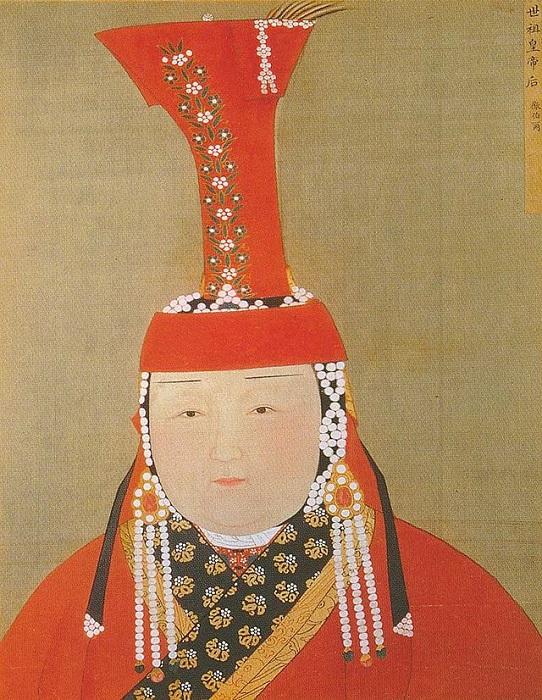 Высокий красный головной убор как женскую корону носила ещё любимая жена Чингиз-хана.